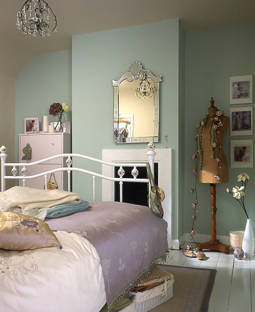 create an affordable vintage bedroom pippa jameson 12640 | 121